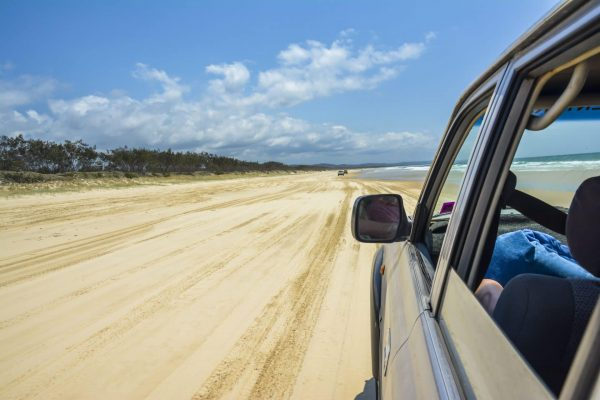 fraser island driving in the seashore to explore the long sand of the island